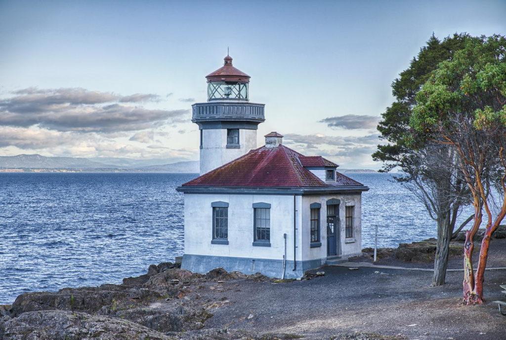 Trend Travel Yachtin, der Lime Kiln Point Leuchtturm, San Juan Islands, mit Blick auf Kanada.