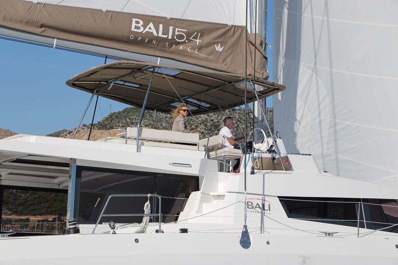 Trend Travel Yachting Bali 5.4 Katamaran Aussen (6)