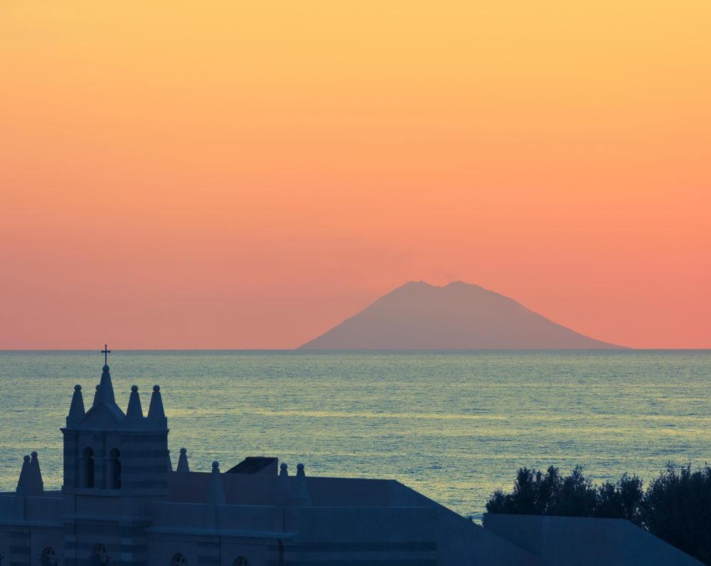 Trend Travel Yachting - Charter Italien - Tropea, Blick auf Stromboli