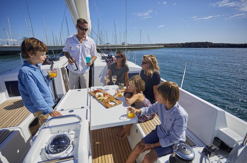 Trend Travel Yachting Jeanneau Sun Odyssey 490, Chartern oder Kaufen. Sonne geniessen und Essen am Deck (1)