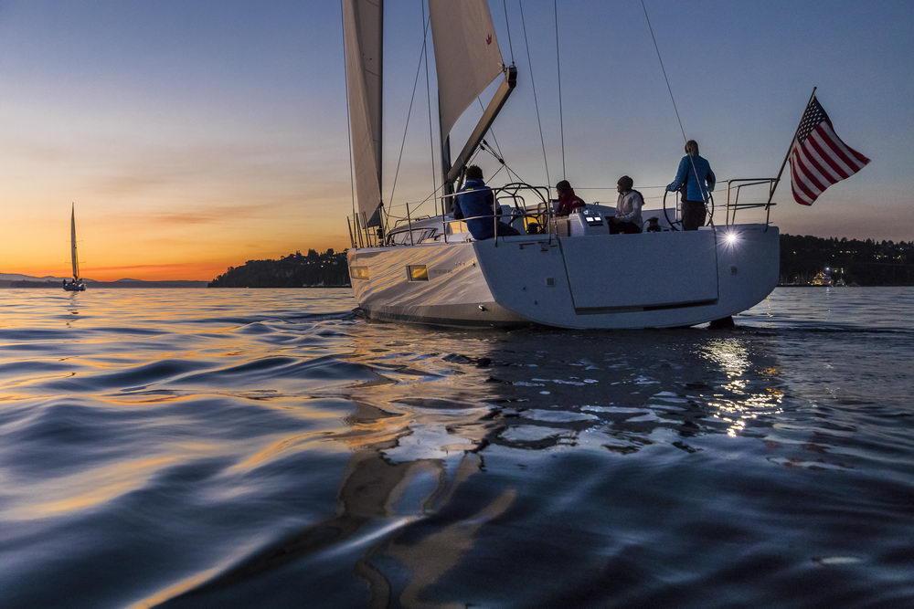 Trend Travel Yachting Jeanneau Sun Odyssey 490, Chartern oder Kaufen. Sonnenuntergang geniessen am Deck (3)