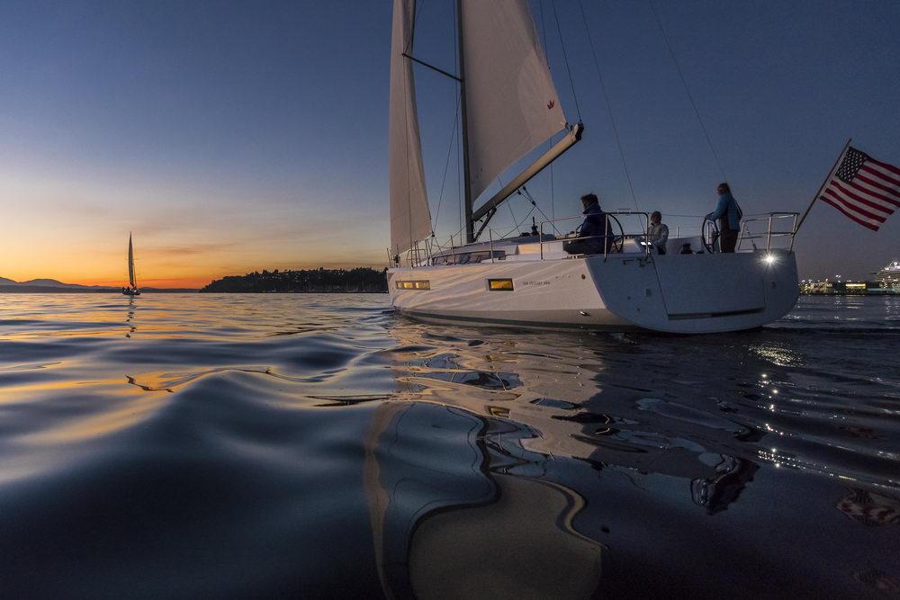 Trend Travel Yachting Jeanneau Sun Odyssey 490, Chartern oder Kaufen. Sonnenuntergang geniessen am Deck (2)