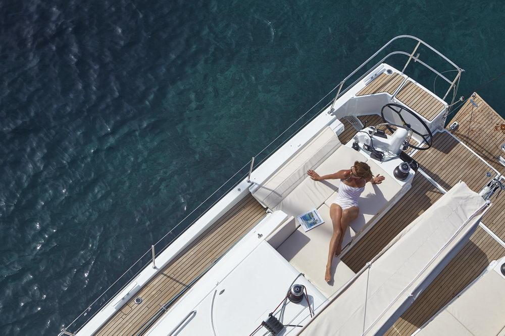 Trend Travel Yachting Jeanneau Sun Odyssey 490, Chartern oder Kaufen. Sonne geniessen am Deck auf Sonneliege (1)