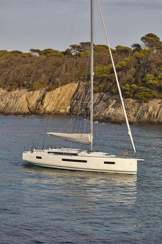 Trend Travel Yachting Jeanneau Sun Odyssey 490, Chartern oder Kaufen. Vor Anker.