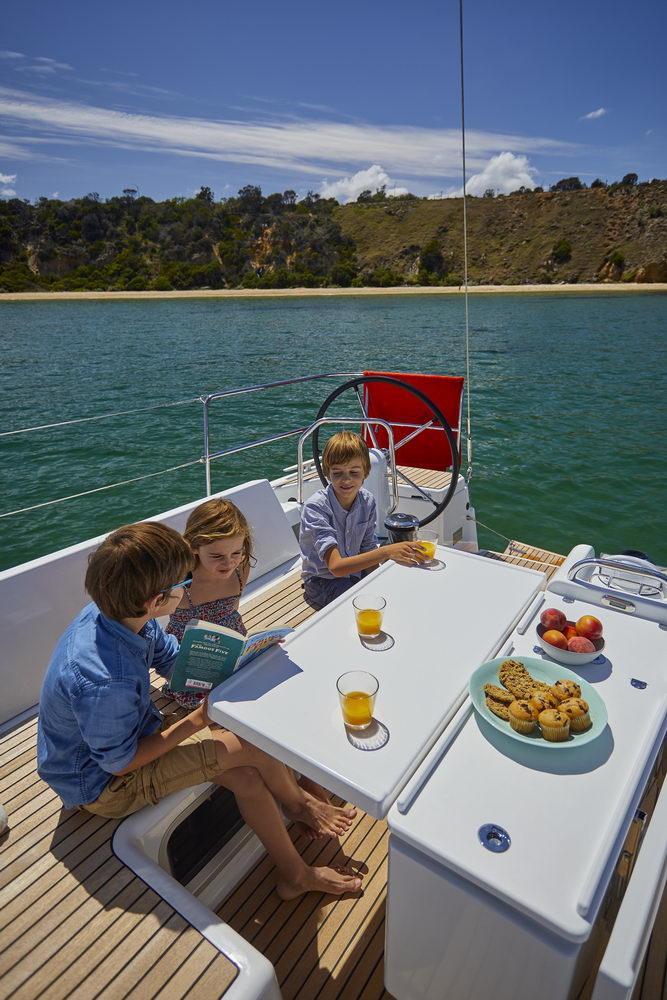 Trend Travel Yachting Jeanneau Sun Odyssey 490, Chartern oder Kaufen. Essen im Cockpit (7)