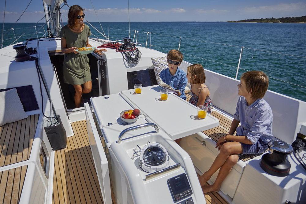 Trend Travel Yachting Jeanneau Sun Odyssey 490, Chartern oder Kaufen. Essen im Cockpit (5)