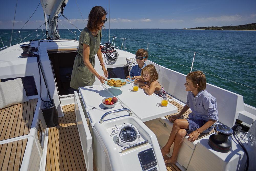 Trend Travel Yachting Jeanneau Sun Odyssey 490, Chartern oder Kaufen. Essen im Cockpit (4)