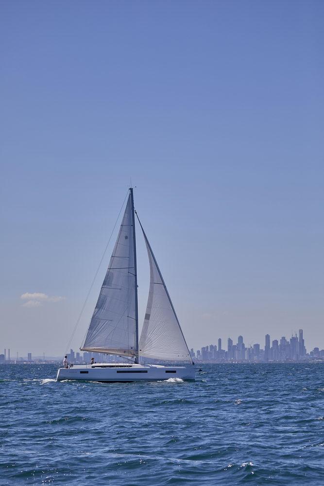 Trend Travel Yachting Jeanneau Sun Odyssey 490, unter Segeln (8) Chartern oder Kaufen.