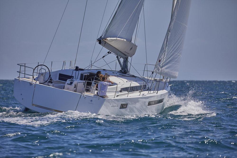 Trend Travel Yachting Jeanneau Sun Odyssey 490, unter Segeln (7) Chartern oder Kaufen.