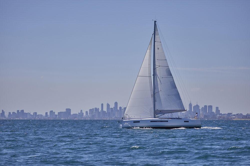 Trend Travel Yachting Jeanneau Sun Odyssey 490, unter Segeln (4) Chartern oder Kaufen.