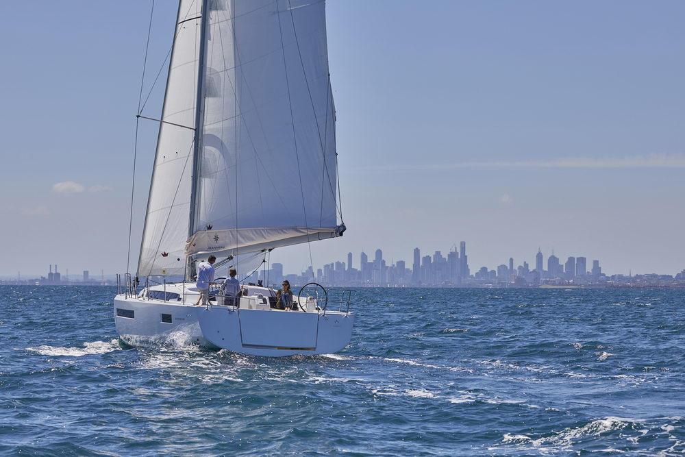 Trend Travel Yachting Jeanneau Sun Odyssey 490, unter Segeln. Chartern oder Kaufen.
