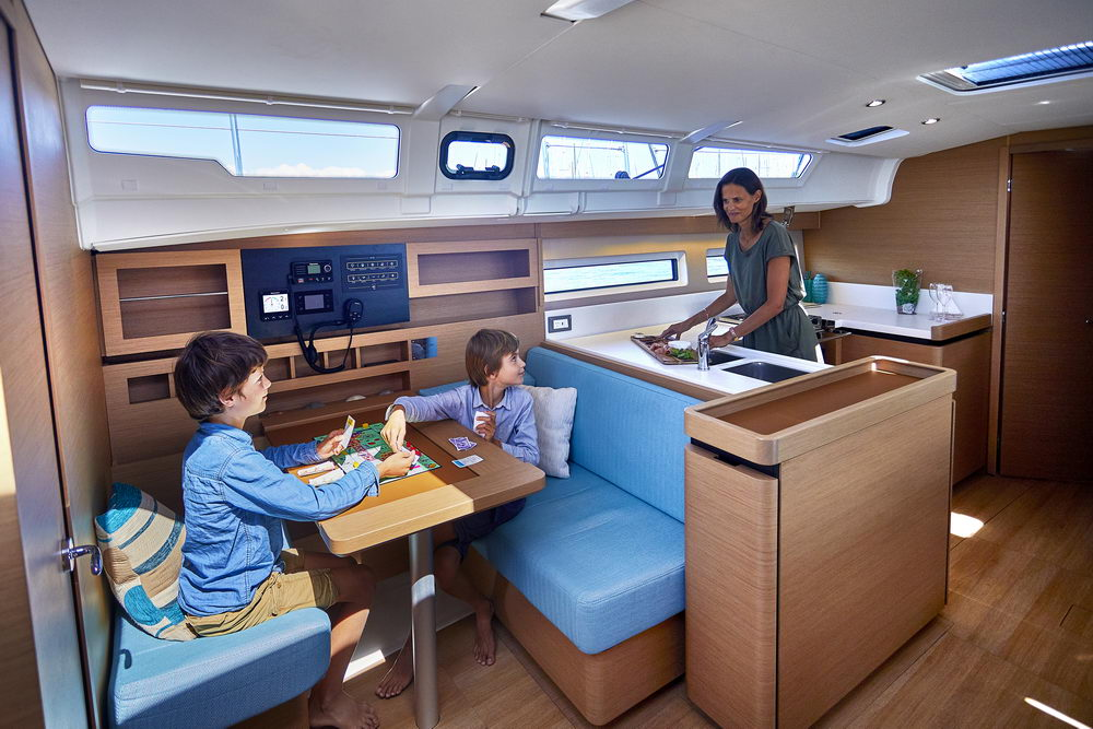 Trend Travel Yachting Jeanneau Sun Odyssey 490, Navigationstischh.-3