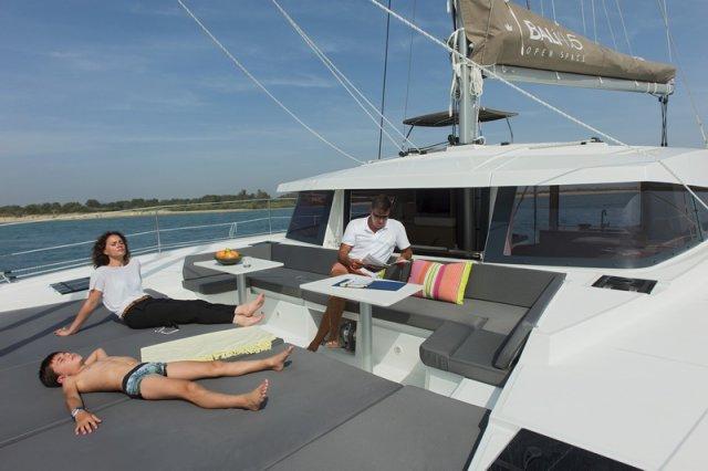 Trend Travel Yachting, Bali 4.5 Katamaran, Sonnenliegen