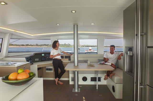 Trend Travel Yachting, Bali 4.5 Katamaran - Navigationstisch