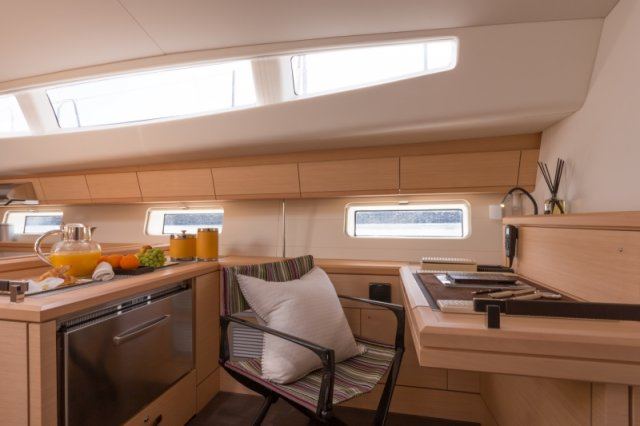 Trend Travel Yachting. Kaufen oder Chartern beim Segelspezialisten. Jeanneau Yacht 64, Interieur (2)