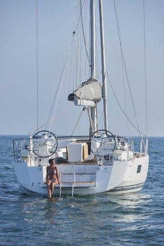 Trend Travel Yachting, Jeanneau Yacht 51. Kaufen oder Chartern beim Charterspezialist. Vor Anker für eine Badepause.