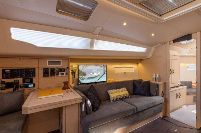 Trend Travel Yachting, Jeanneau Yacht 51. Kaufen oder Chartern beim Charterspezialist. Salon
