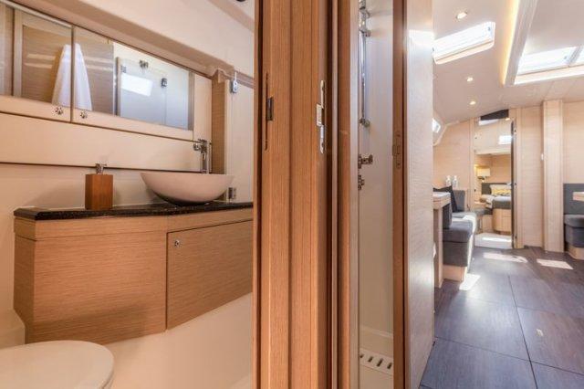 Trend Travel Yachting, Jeanneau Yacht 51. Kaufen oder Chartern beim Charterspezialist. Bad, Interieur