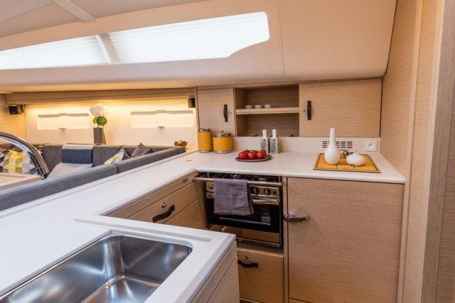 Trend Travel Yachting, Jeanneau Yacht 51. Kaufen oder Chartern beim Charterspezialist. Küche (1)