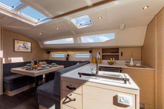Trend Travel Yachting, Jeanneau Yacht 51. Kaufen oder Chartern beim Charterspezialist. Salon (2)