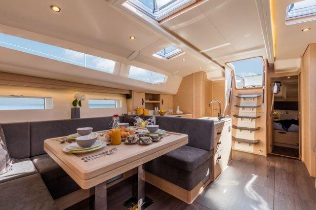 Trend Travel Yachting, Jeanneau Yacht 51. Kaufen oder Chartern beim Charterspezialist. Salon (1)