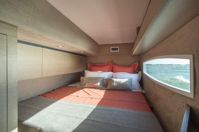 Trend Travel Yachting NEEL 65 Trimaran Bugkabine