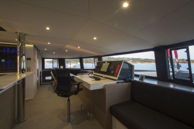 Trend Travel Yachting NEEL 65 Trimaran Navigationstisch 2