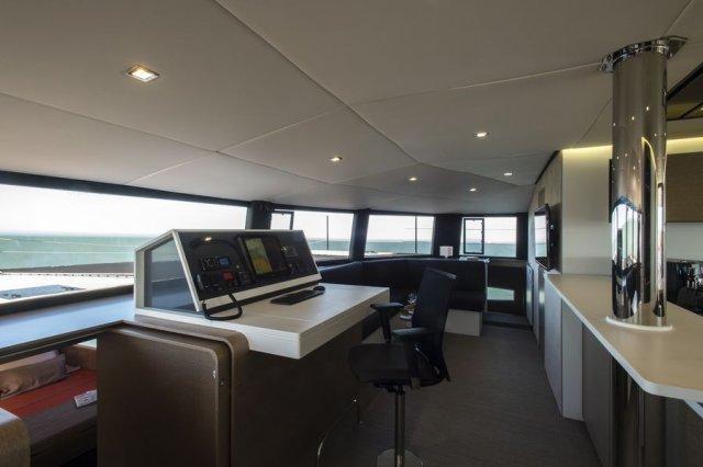 Trend Travel Yachting NEEL 65 Trimaran, Navigationstisch (3)