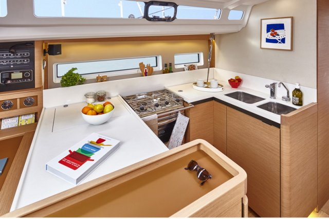 Trend Travel Yachting, Jeanneau Sun Odyssey 440, Yacht of the Year 2018. Küche - 2