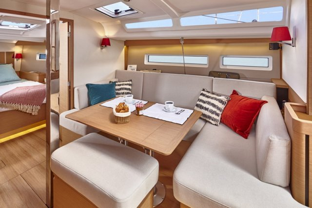 Trend Travel Yachting, Jeanneau Sun Odyssey 440, Yacht of the Year 2018. Essbereich - 2
