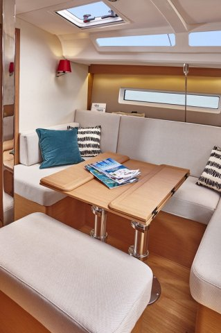 Trend Travel Yachting, Jeanneau Sun Odyssey 440, Yacht of the Year 2018. Essbereich