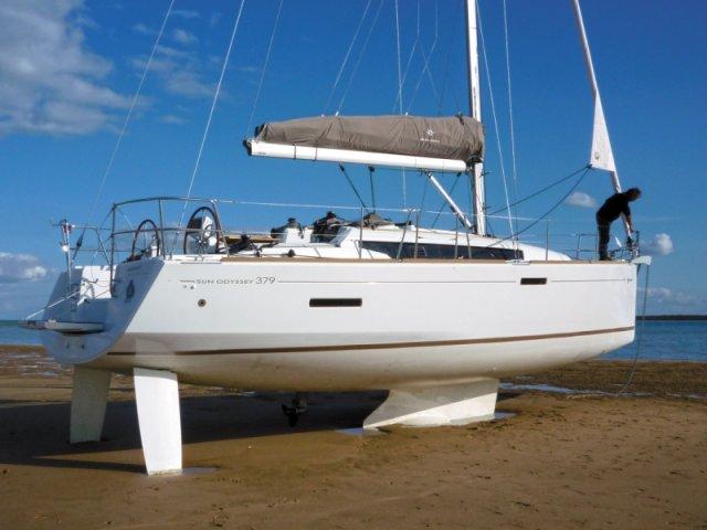 trend-travel-yachting-yachtverkauf-sun-odyssey-sun-odyssey-389-Aussenbilder-12