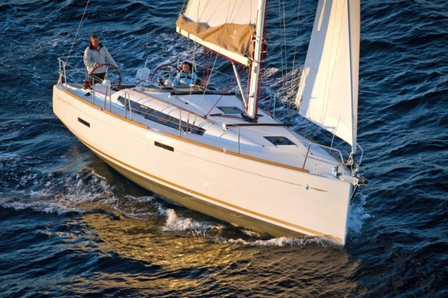 trend-travel-yachting-yachtverkauf-sun-odyssey-sun-odyssey-389-Aussenbilder-13