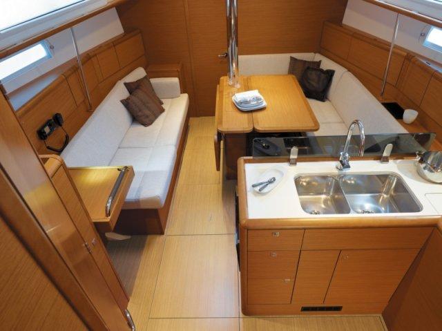 trend-travel-yachting-yachtverkauf-sun-odyssey-sun-odyssey-389-Innenbilder-6