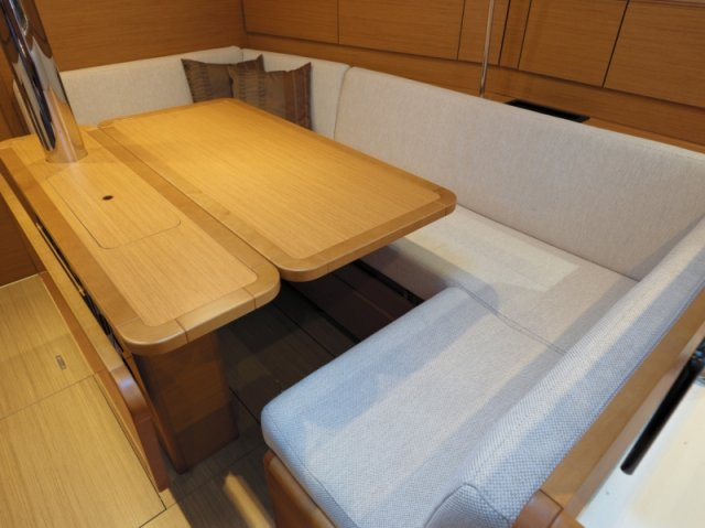 trend-travel-yachting-yachtverkauf-sun-odyssey-sun-odyssey-389-Innenbilder-8