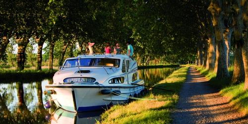 Hausbootcharter bei Trend Travel und Yachting in Europa und Kanada.