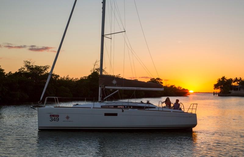 Jeanneau Sun Odyssey 349 bei Sonnenuntergang