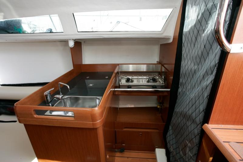 Trend Travel Yachting, Jeanneau Yachten Kaufen oder Chartern. Sun Fast 3200, Küche.