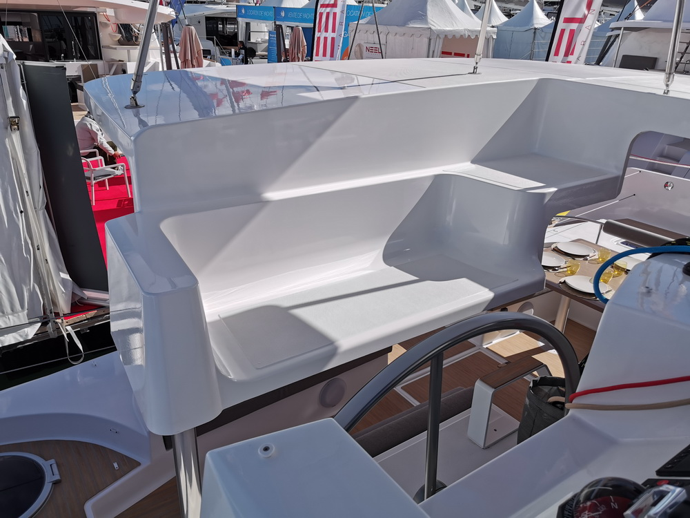 Trend Travel Yachting Neel 47 Trimaran Steuerstand