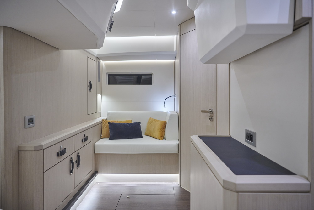 Jeanneau Yachts 60 by Trend Travel Yachting Eignerkabine Heck